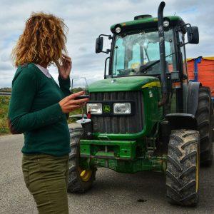 Mujeres rurales tractor Bodega San Cebrín San Asensio vino La Rioja